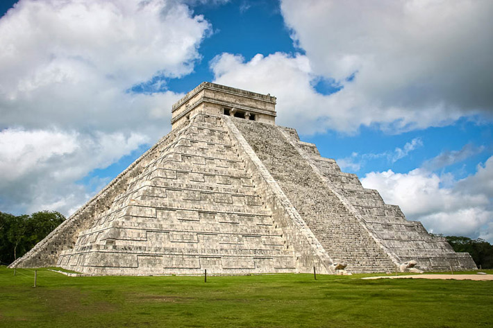 (The Kukulkan Pyramid or El Castillo, Chichén Itzá, Yucatán State - Mexico)