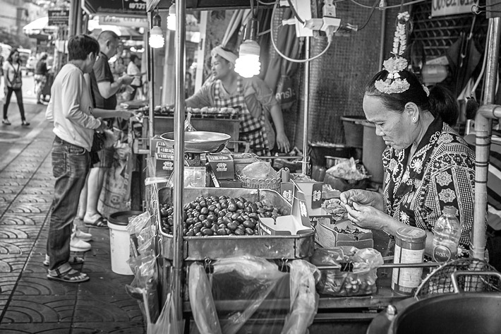 (Street Food in Chinatown, Bangkok - Thailand)