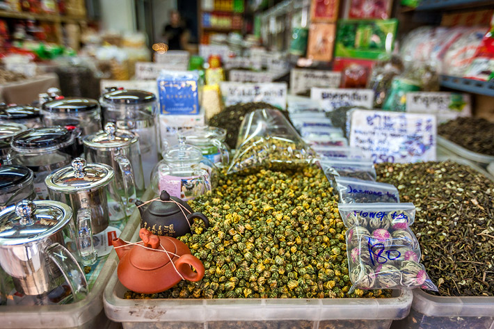 (Tea Shopping in Chinatown, Bangkok - Thailand)